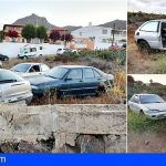 Arona retira los coches abandonados en un solar de Buzanada