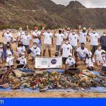 Retiran más de 250 kilos de residuos en la playa de Las Teresitas