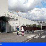 Suspenden la vacunación en el Hospital del Sur por falta de personal en La Candelaria