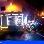 Extinguen un incendio en un turismo y dos camiones ligeros en Granadilla