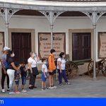 La 'Ruta de los Museos' acerca a 50 granadilleros al Museo Histórico Militar de Almeyda