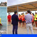 La playa de Los Cristianos cuenta con un nuevo servicio de baño asistido y dispondrá de una zona de sombra